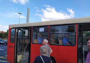 Stari autobus sa brojem naopako